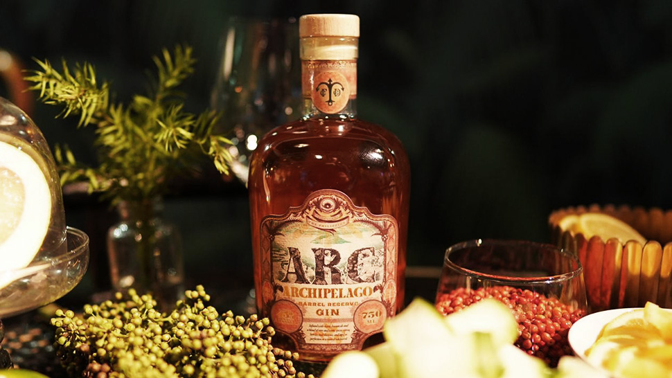 ARC Botanical Gin product closeup
